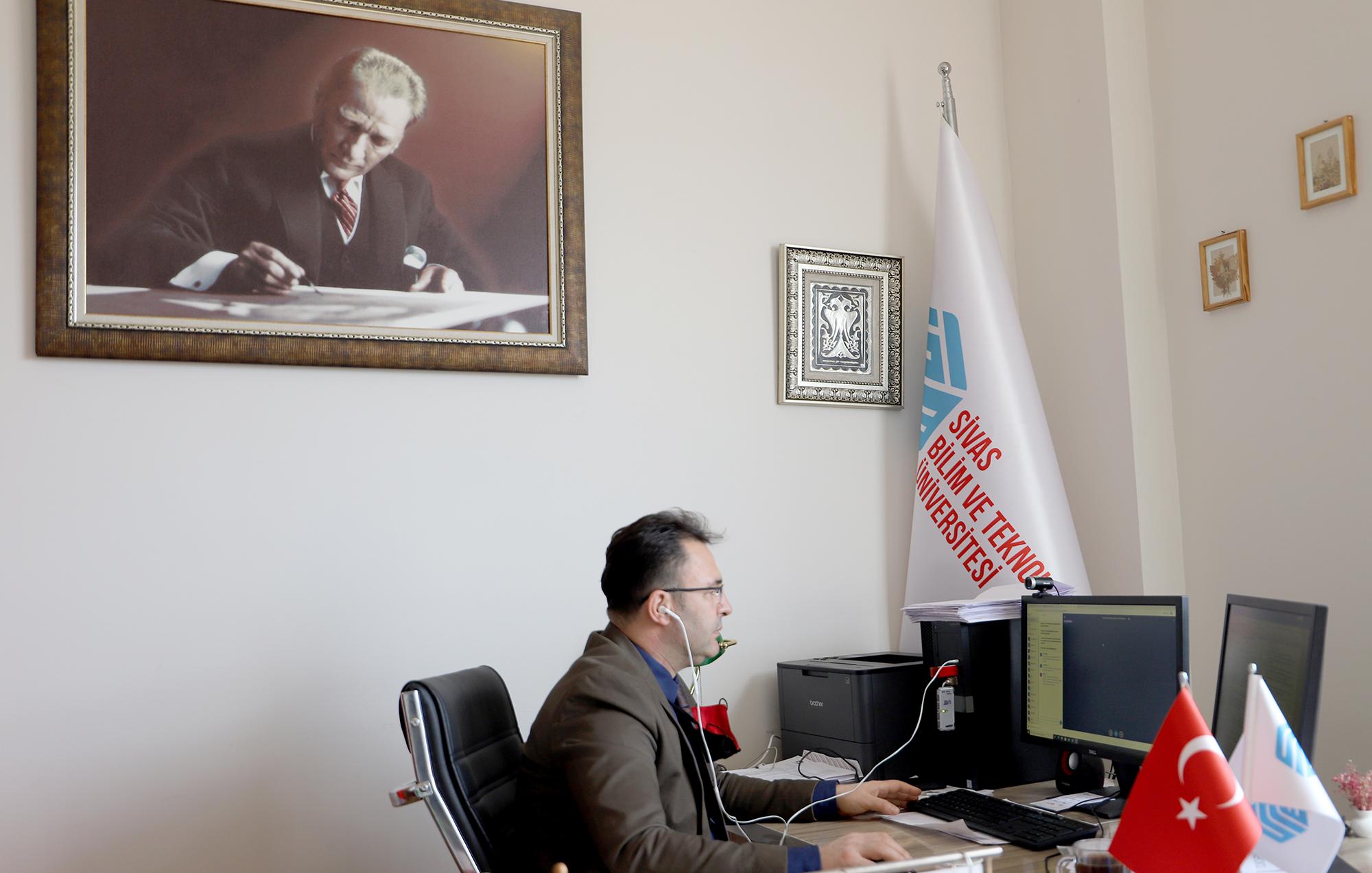 """Aziz Erdoğan ile """"On Kıta Bir Vatan, İlelebet İstiklal"""" Konulu Söyleşi"""