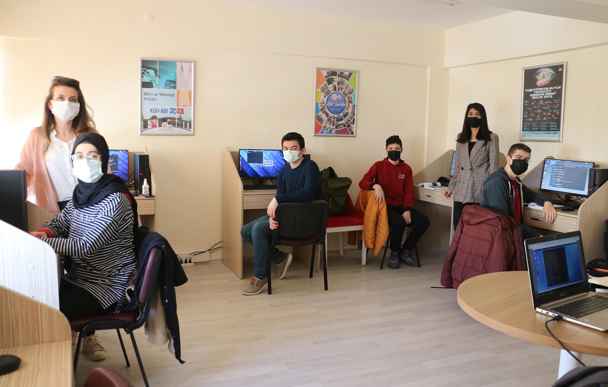 Liseli hackerlere üniversite desteği