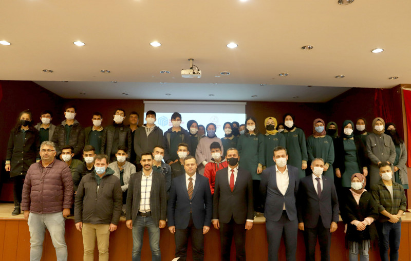 Sivas Bilim ve Teknoloji Üniversitesi (SBTÜ) Doğanşar'da Lise Öğrencileriyle Buluştu