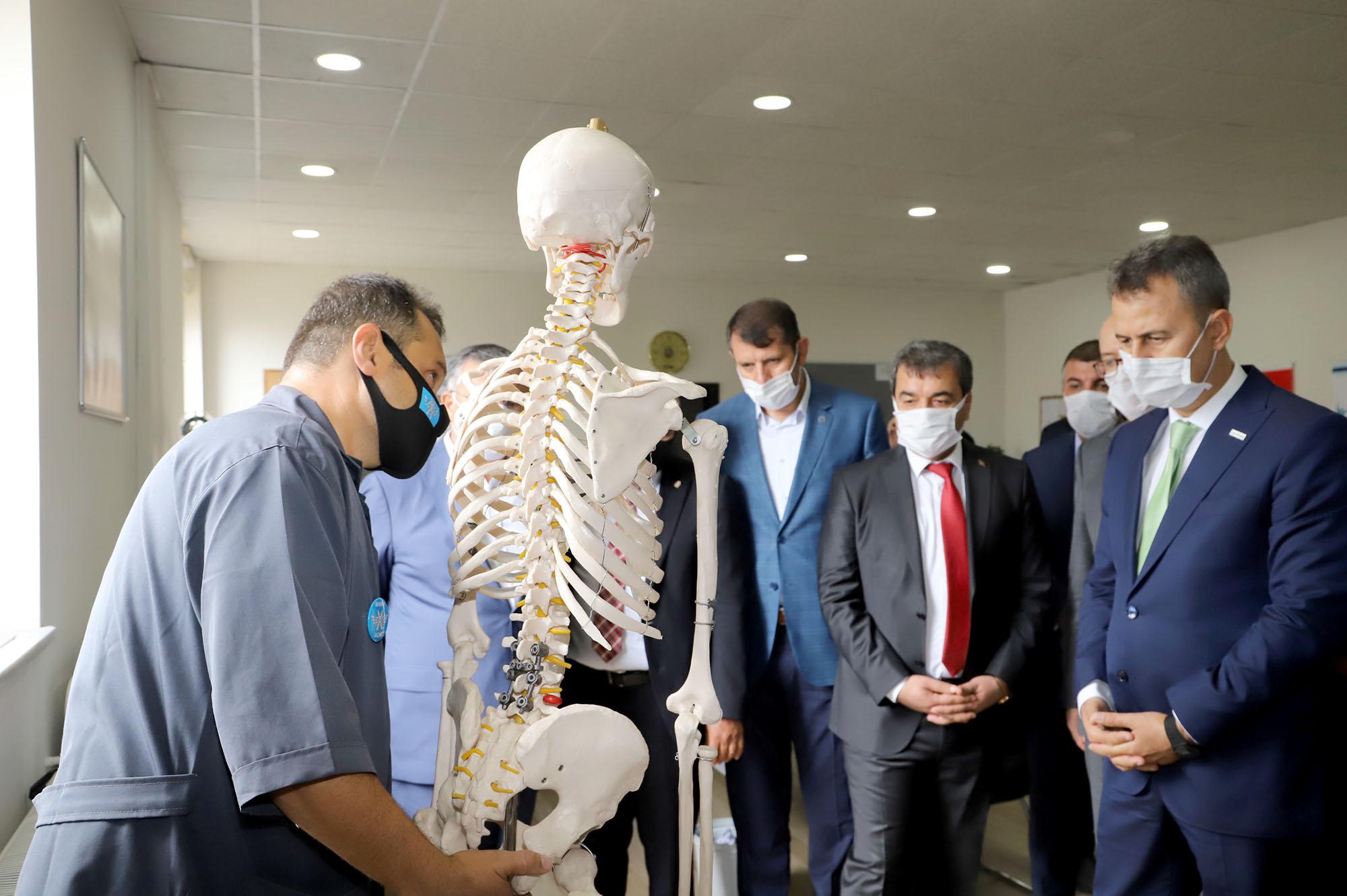 Rektörümüz Prof. Dr. Mehmet Kul, ESTAŞ'ta Üretilen Ürünleri İnceledi
